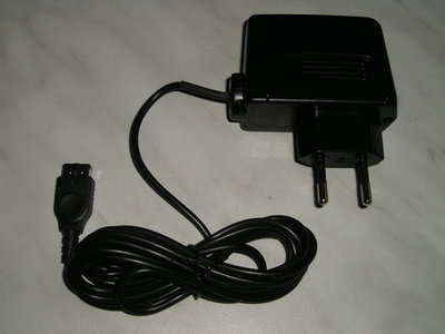 Oplader Gameboy Advance SP Thuislader 220 Volt Nu 6.99 ***
