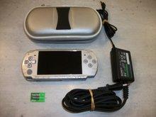 Console PSP 2004 Omgebouwd Zilver Gebruikt + Oplader + 8GB Memorycard